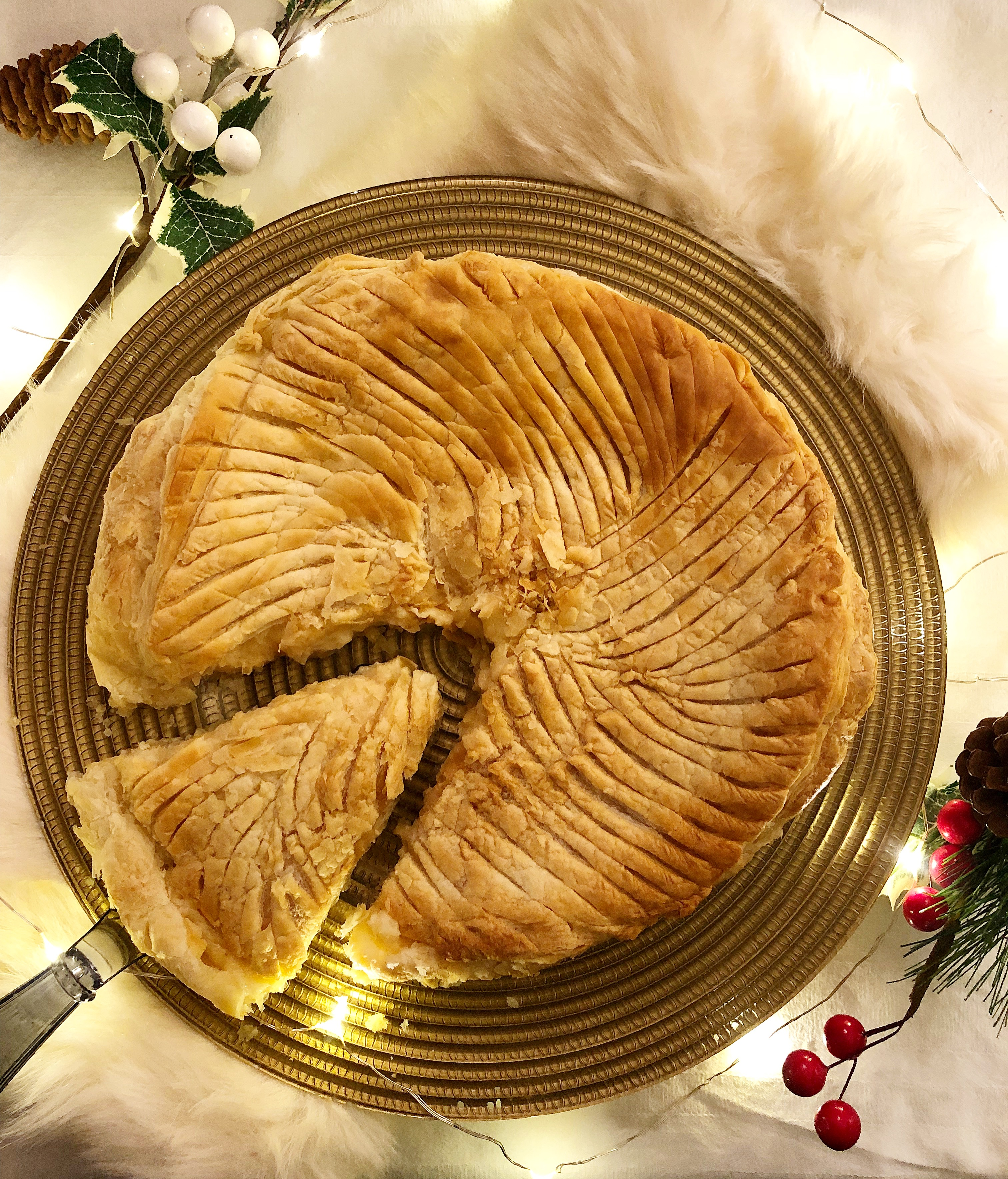 La Galette de Rois il dolce francese dell'epifania di dolci senza burro