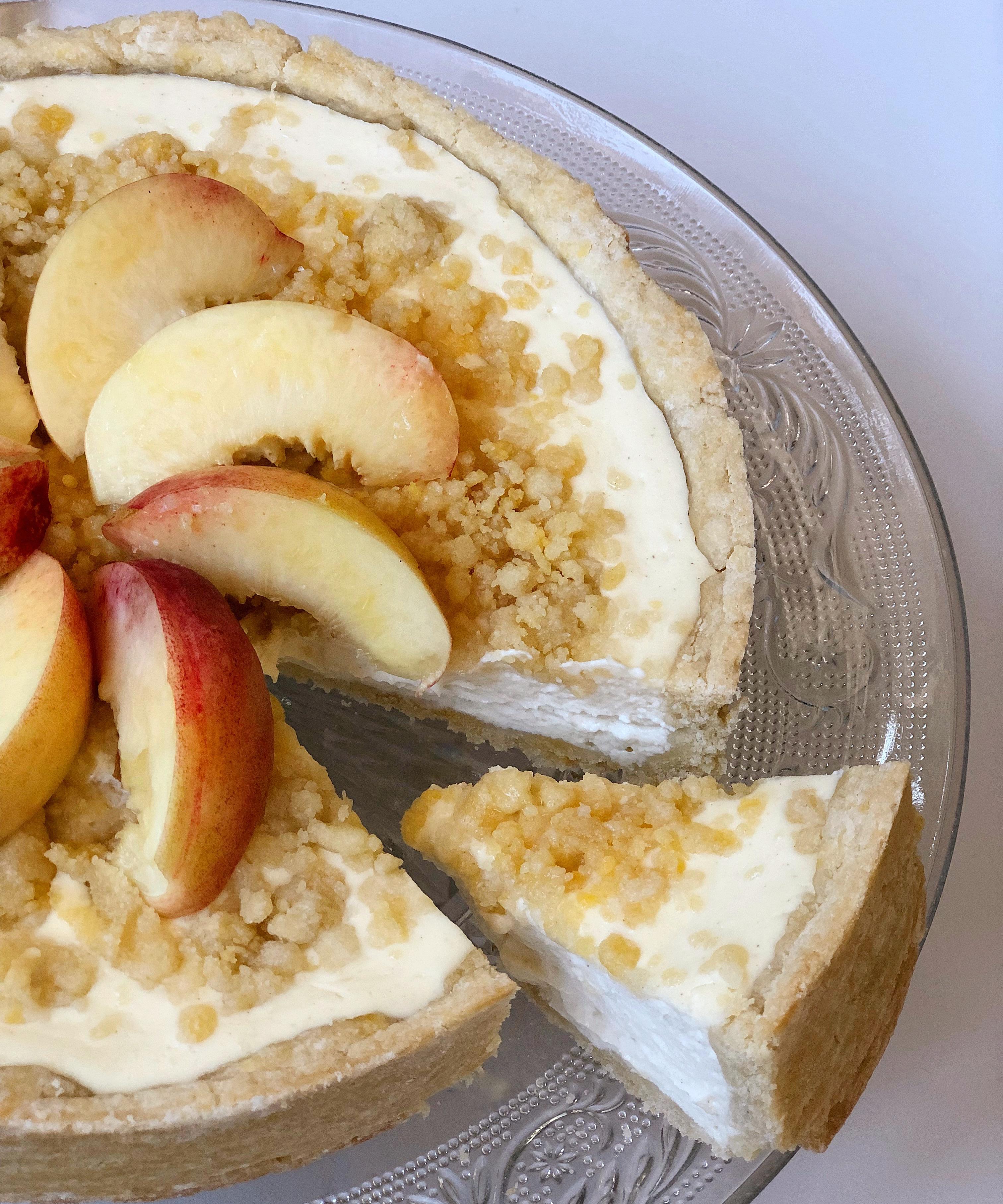 Cheesecake Pesche e Amaretti Senza Burro, un dolce dal gusto avvolgente e delicato di dolci senza burro