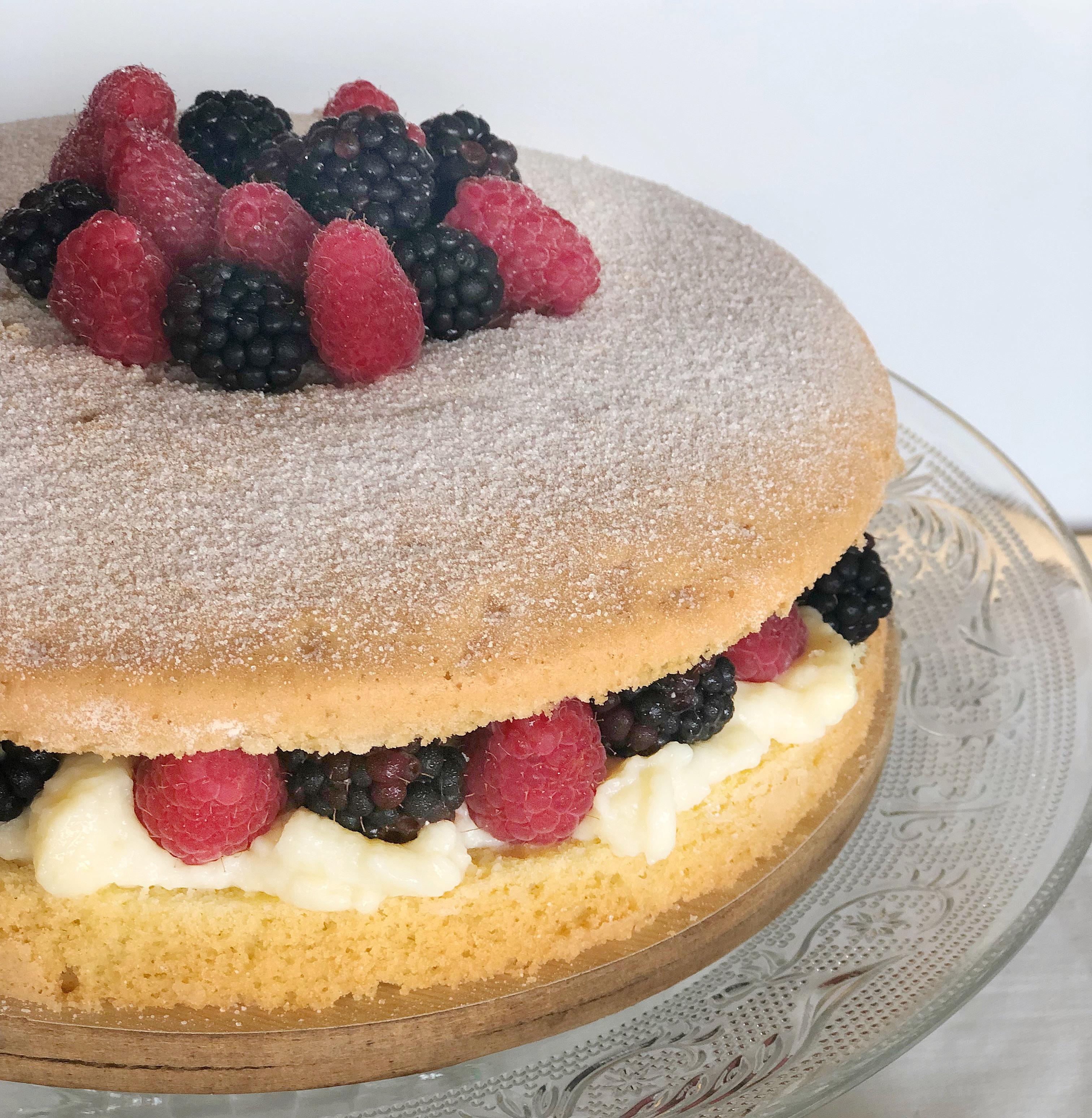 Naked Cake ai Frutti di Bosco Senza Burro,, un dolce goloso e avvolgente di dolci senza burro