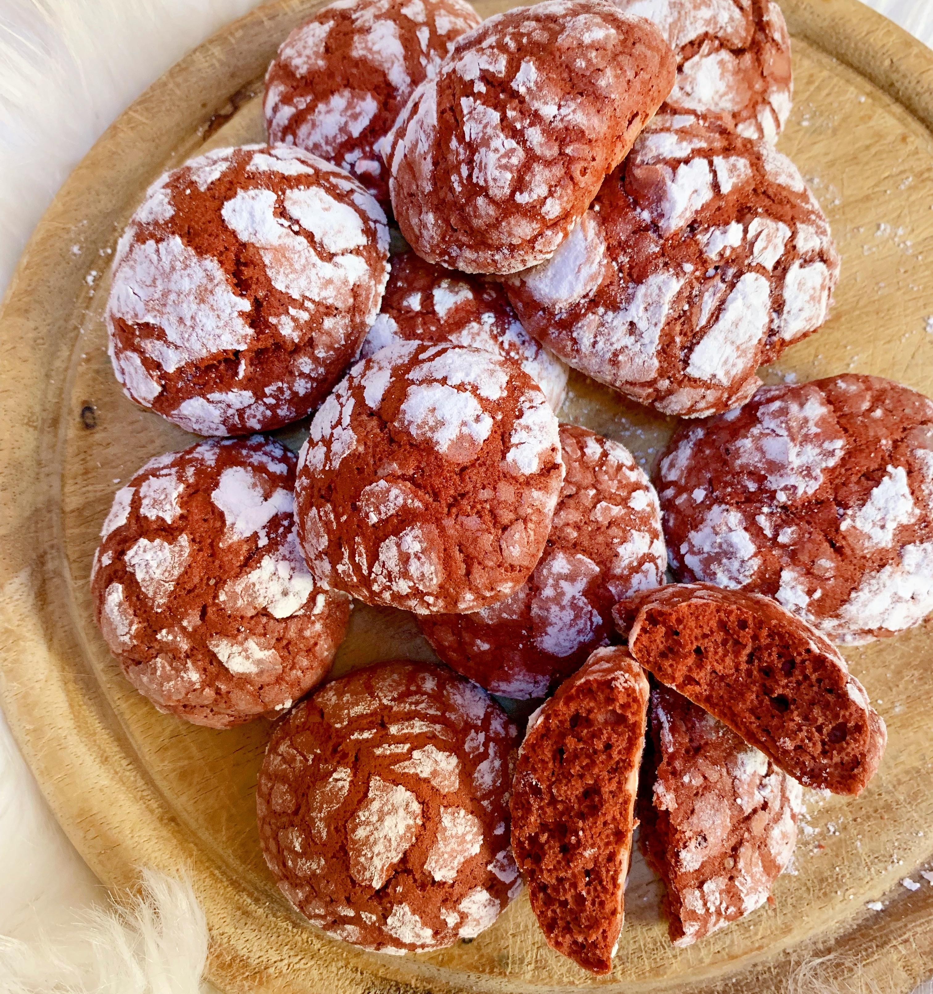 Red Velvet Crinkle Cookies, i biscotti croccanti fuori e morbidi dentro!