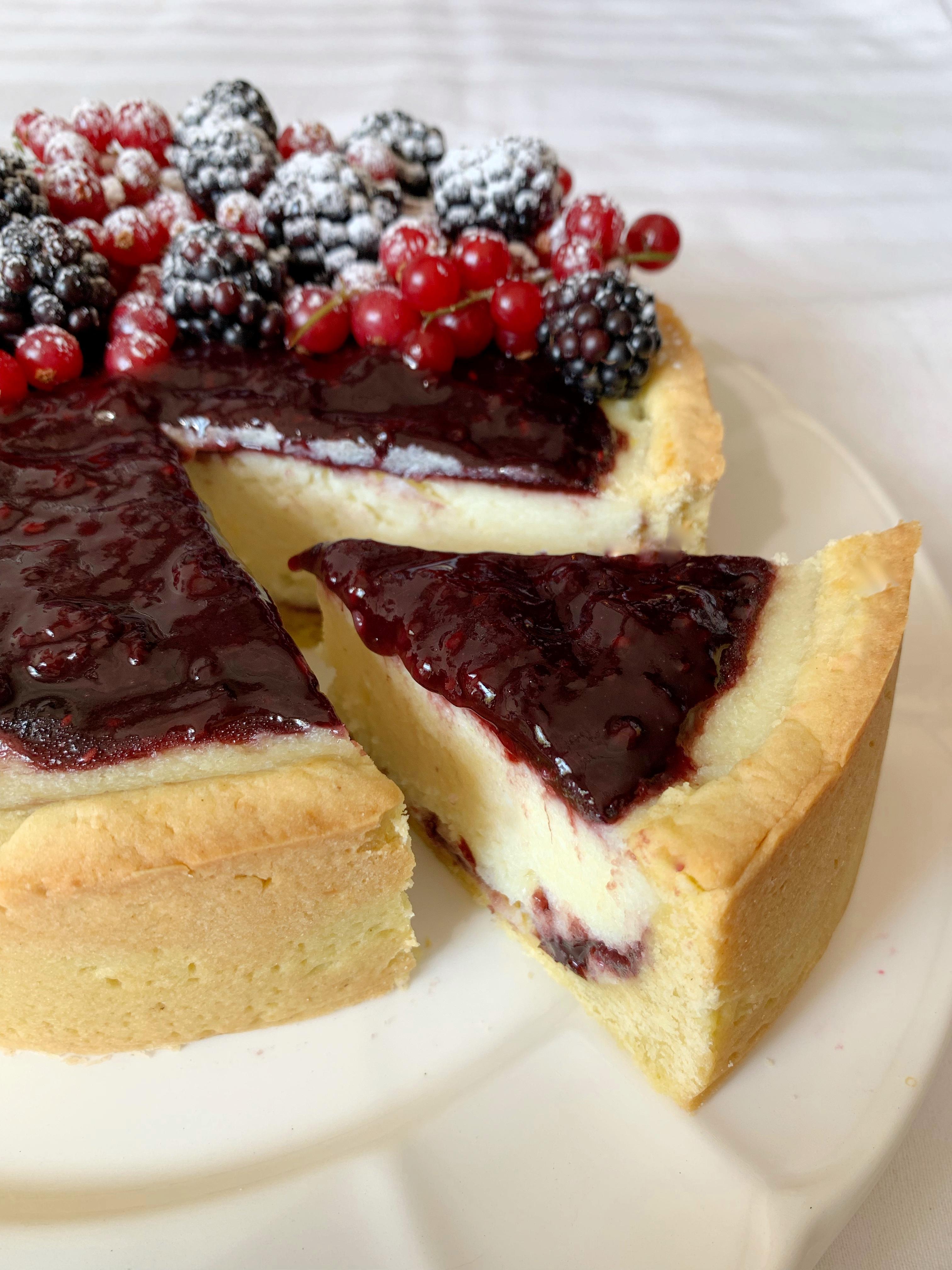 Cheesecake ai Frutti di Bosco Senza Burro, un dolce avvolgente e goloso perfetto per coccolarsi senza troppi sensi di colpa!