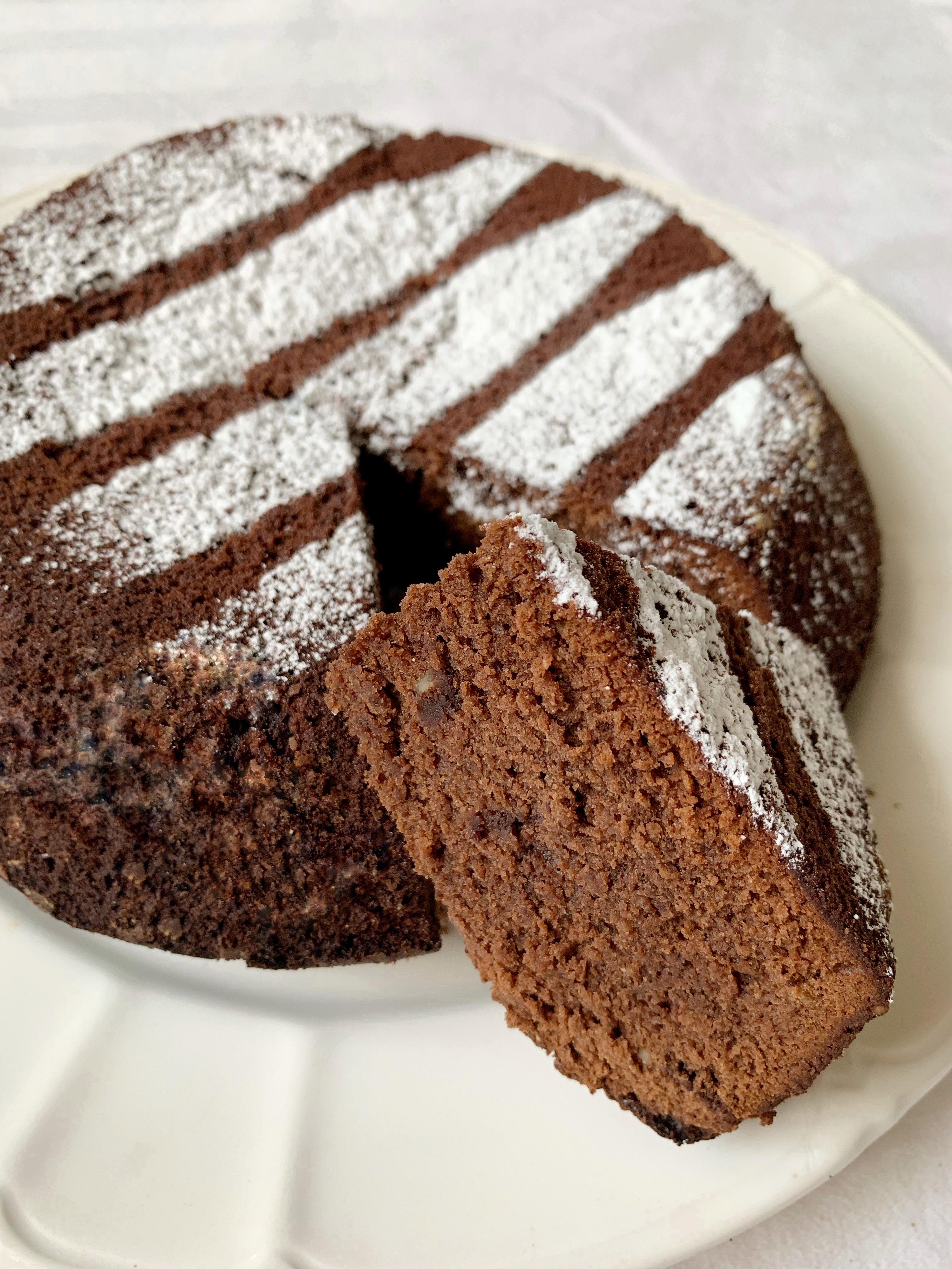 Torta Caprese Senza Burro, un classico della pasticceria. Una torta al cioccolato senza farina dalla consistenza soffice e umida che si scioglie in bocca!
