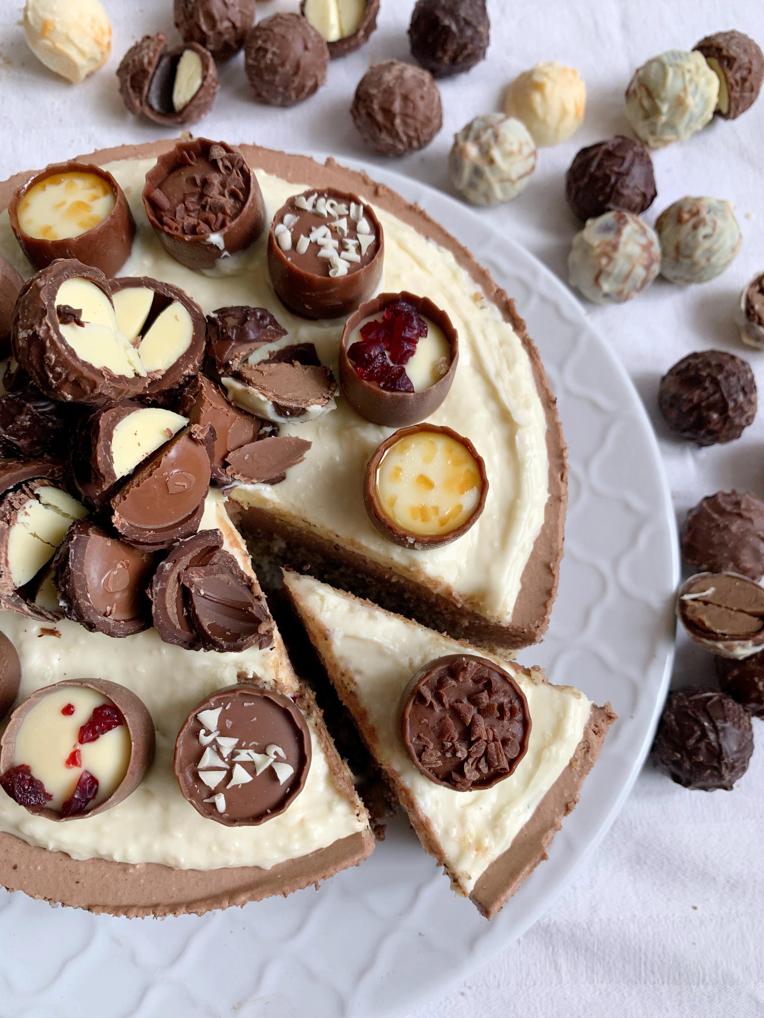 Cheesecake al Cioccolato e Cocco, una base di biscotti senza burro, crema al cioccolato e una copertura golosa al cocco! Senza cottura facile e veloce!